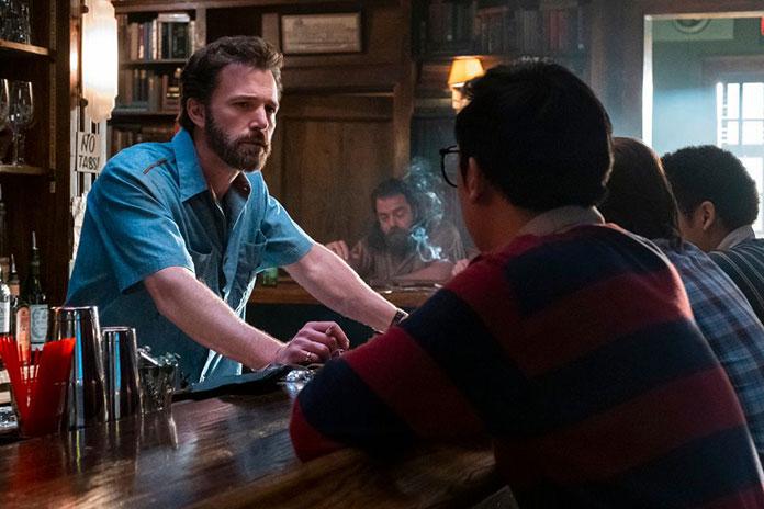 """İlk Fragman: Affleck Clooney'nin """"Tender Bar""""ında"""